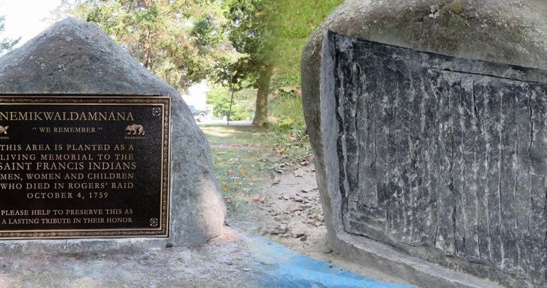 Spécification graphiques et installation d'une plaque de bronze